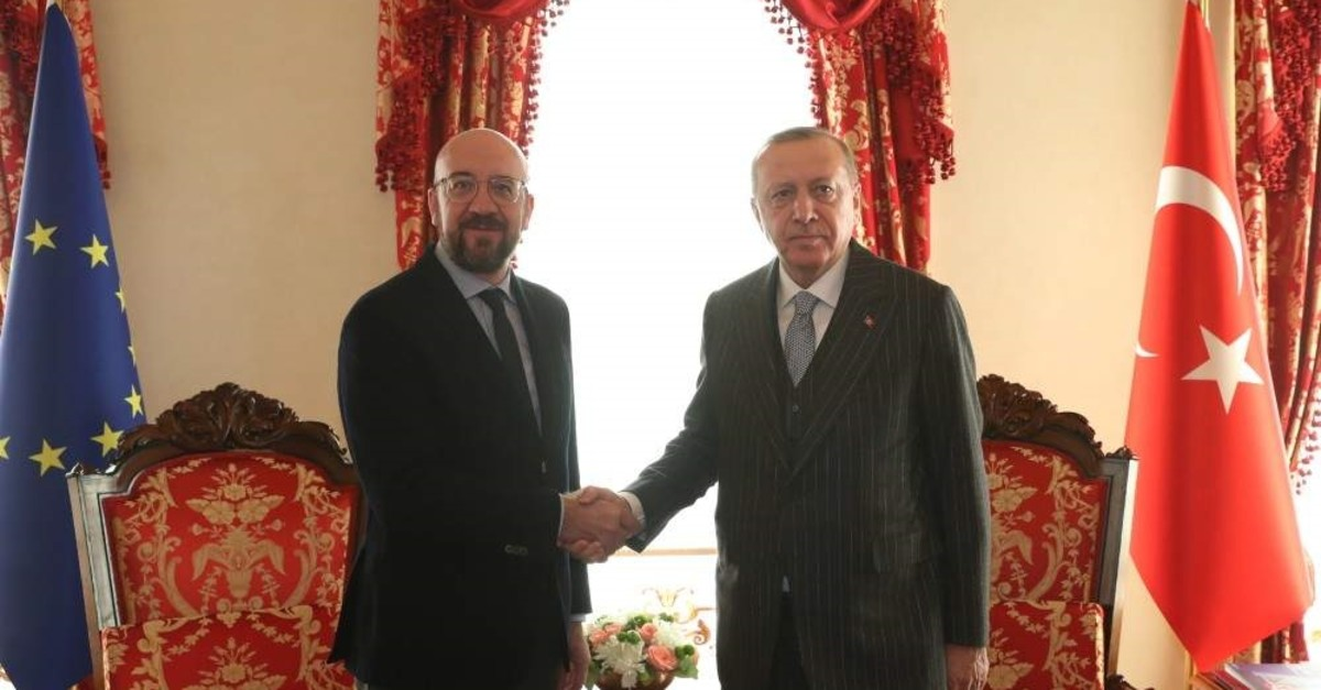 A handout photo made available by Turkish Presidential press office shows Turkish President Recep Tayyip Erdo?an (R) and European Council President Charles Michel (L) meeting in Istanbul, Turkey Jan. 11 2020.  (EPA Photo)