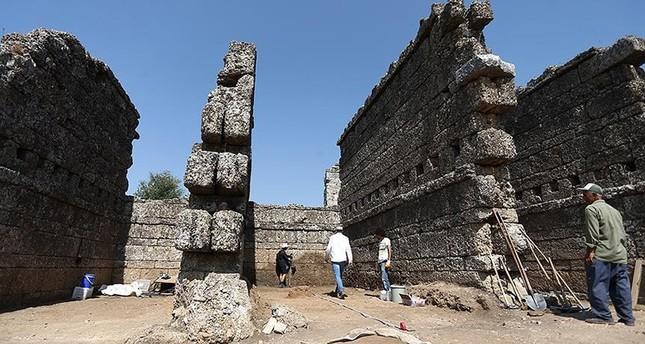تركيا.. اكتشاف مجمع تجاري عمره ألفا عام في أنطاليا جنوبي البلاد