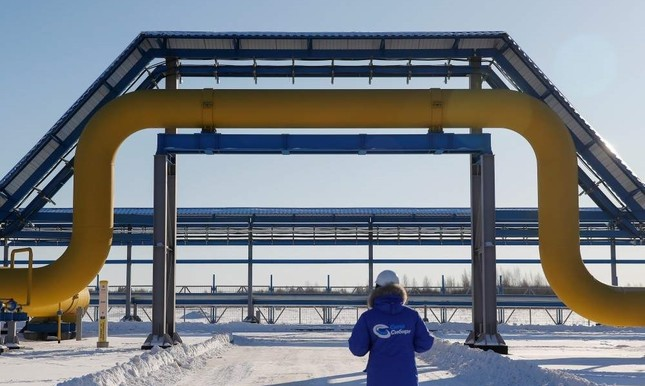 An employee in branded jacket walks past a part of Gazprom's Power Of Siberia gas pipeline at the Atamanskaya compressor station outside the far eastern town of Svobodny, Amur region, Russia, Nov. 29, 2019. (Reuters Photo)