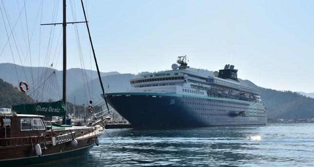 السفينة السياحية العملاقة هوريزون ترسو في ميناء مارمريس التركية