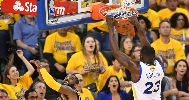 Warriors take 2-0 NBA Finals lead, beat Cavaliers 110-77