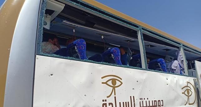 Explosion targets tourist bus near Egyptian pyramids