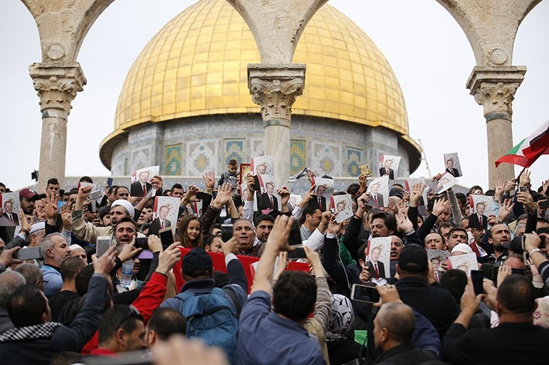 Palestinians, carrying a Turkish flag and posters of President Recep Tayyip Erdou011fan, gather at the yard of Haram al-Sharif complex after Friday prayers in Al-Aqsa Mosque, with the Dome of the Rock Moqsue in the background. (AA Photo)