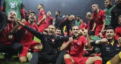 رغم التعادل.. تركيا تعبر إلى بطولة كأس الأمم الأوروبية لكرة القدم