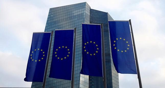 EU kürzt schwarze Liste von Steueroasen