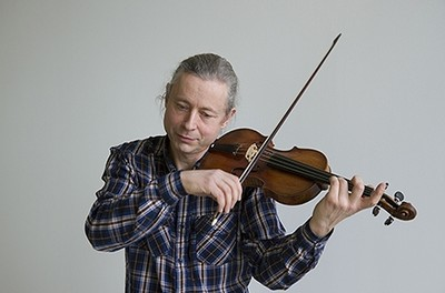 François Fernandez will perform with Yun Kim Fernand on May 12.