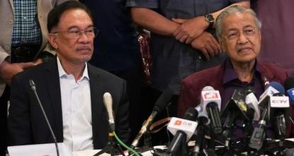 Malaysia's PM Mahathir submits resignation