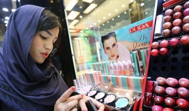 Kosmetikprodukte locken Touristen vom Nahen Osten an