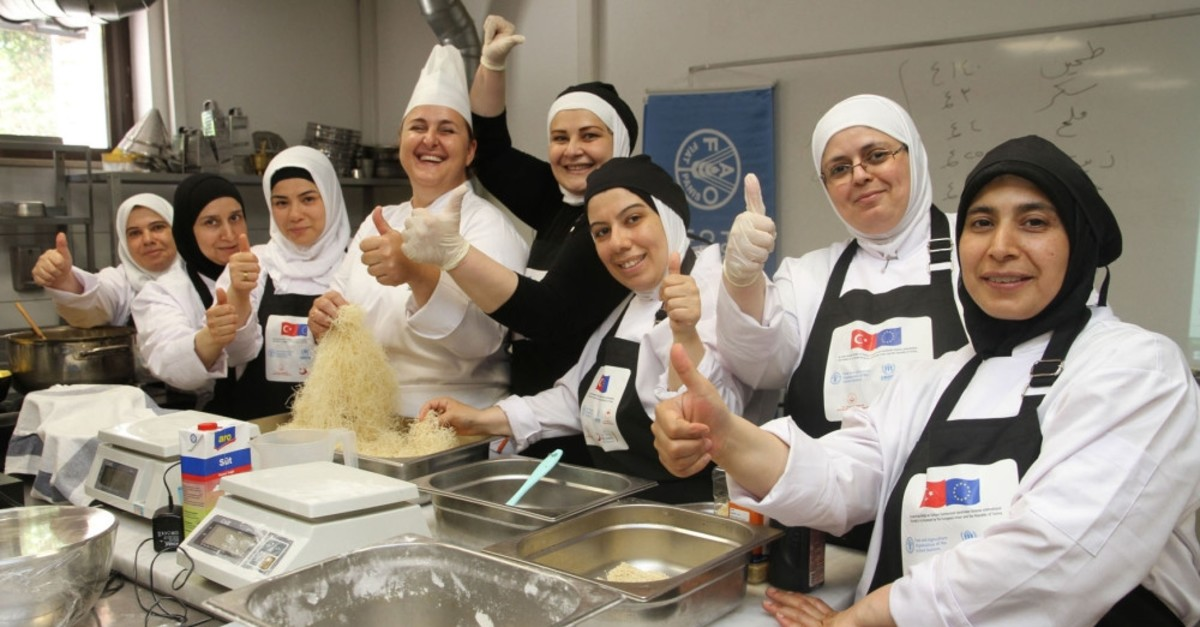 Syrian women participating to the project are trained by experienced chefs.