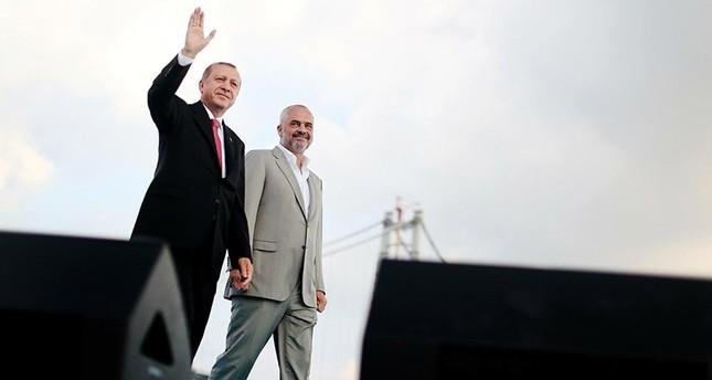 رئيس وزراء ألبانيا: تركيا تقف بجانبنا وتمدنا بالمساعدات منذ انتهاء عزلتنا الشيوعية