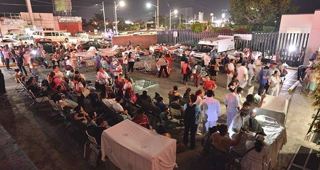 Patients and doctors of a hospital in Villahermosa, Mexico, remain in the open after a strong earthquake magnitude 8.4 on the open Richter scale violently shook Mexico, early 08 September 2017 (EPA Photo)