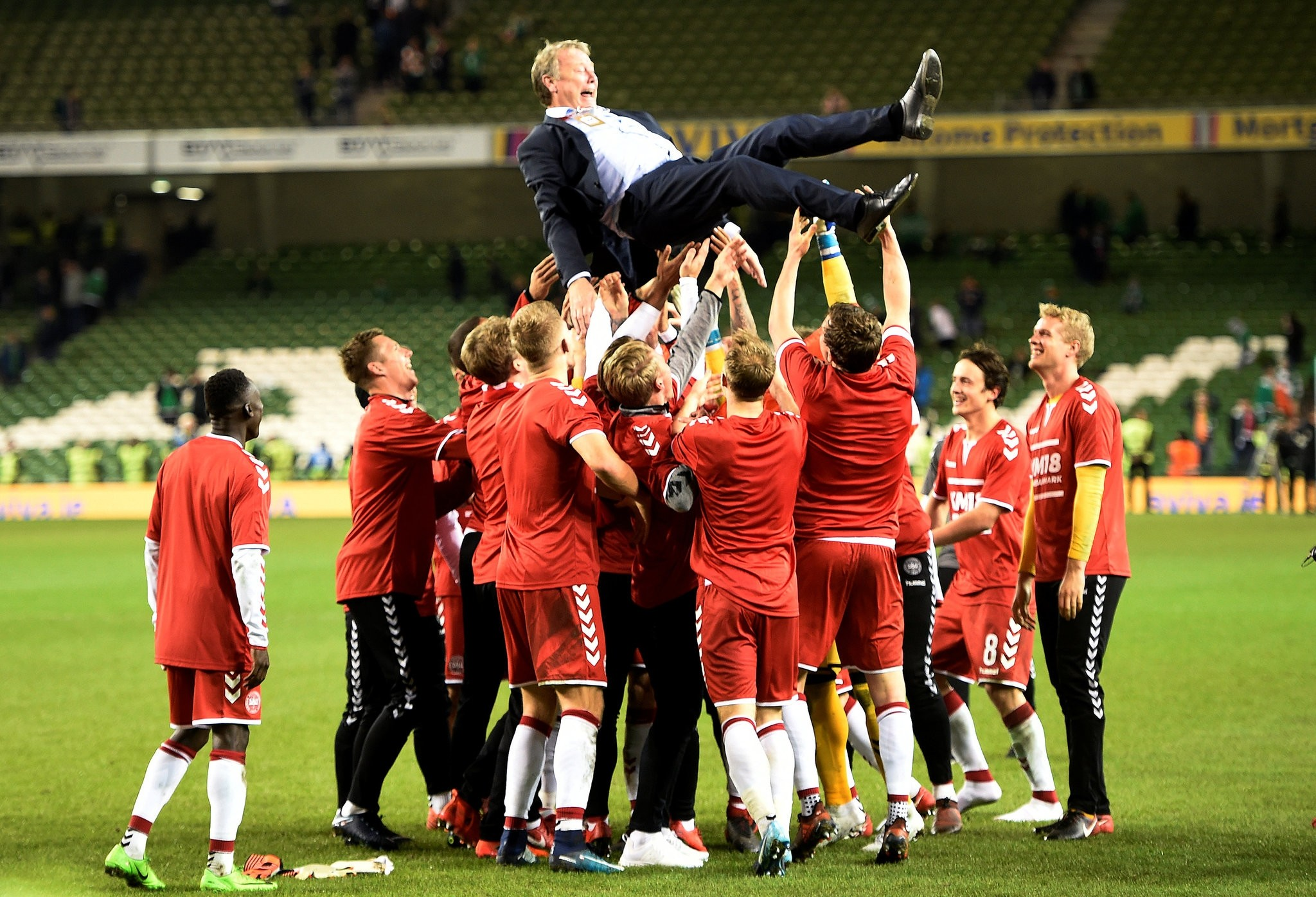 Denmark players celebrate with coach Age Hareide after the match on November 14, 2017. (REUTERS Photo)