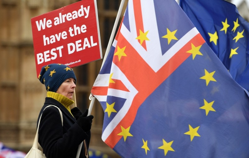 Pro EU protesters demonstrate outside of the parliament calling for a People's Vote in London, Britain, 18 December 2018. (EPA Photo)