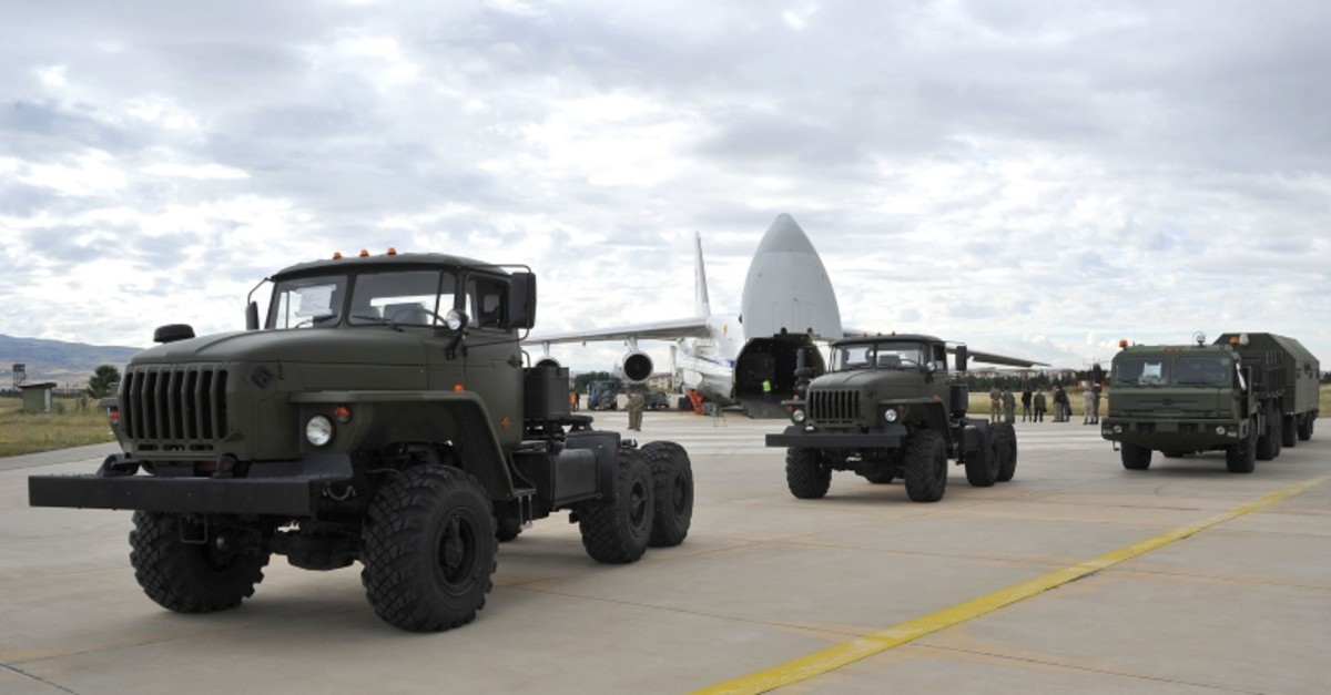 Russian military cargo plane carrying S-400 missile defense system from Russia to the Mu00fcrted military airbase, in Ankara. (AFP Photo)
