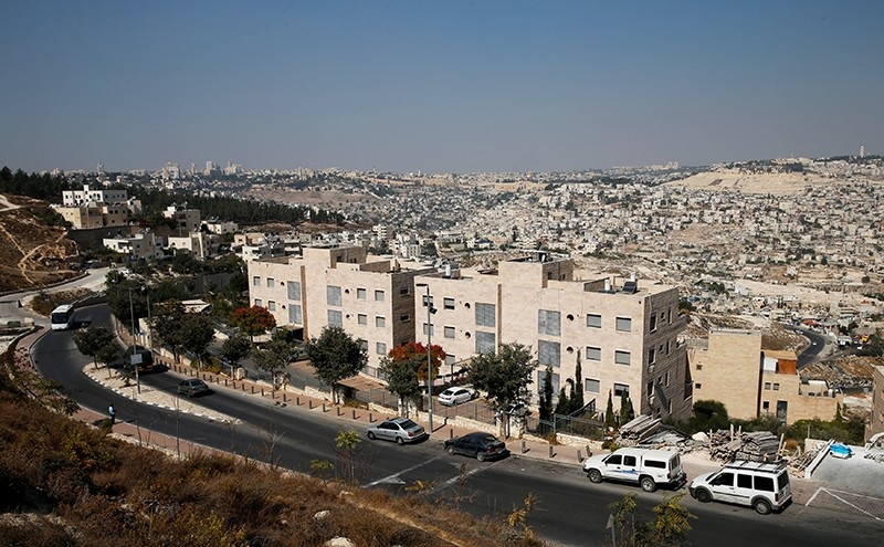 A general view shows Nof Zion, a Jewish settler enclave (foreground) located in the heart of the Palestinian neighbourhood of Jabel Mukaber, in East Jerusalem October 25, 2017 (Reuters Photo)