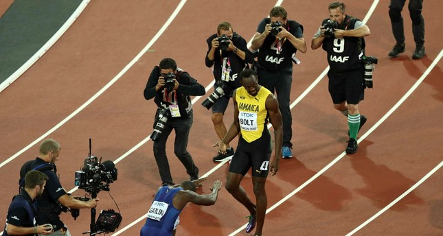 Justin Gatlin of the U.S. and Usain Bolt of Jamaica gesture after the London race. (REUTERS Photo)