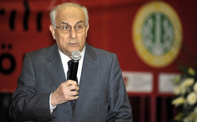 This file photo dated March 22, 2010 shows journalist Hakkı Devrim speaking at a conference. (AA Photo)