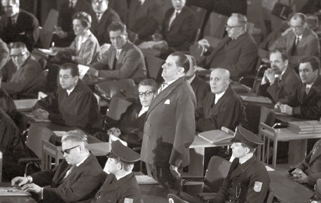 Defendants with their lawyers and policemen during the first Auschwitz trial at the plenary hall of the city council in Frankfurt am Main in 1963.