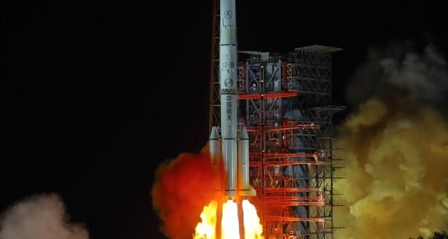 China gelingt 1. Landung auf erdabgewandter Mondseite