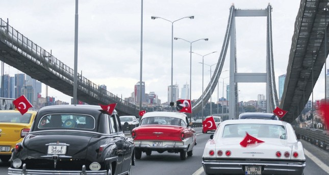 Vintage cars motorcade to celebrate Victory Day