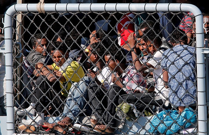 Migrants wait to disembark from German vessel FGS Rhein in the Sicilian harbour of Catania, Italy April 17, 2017. (Reuters Photo)