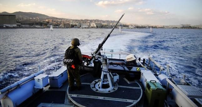 قوات الجيش الإسرائيلي تعتقل صيادين فلسطينيين قبالة شواطئ غزة