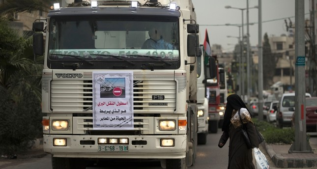 Palestinian truck drivers take part in a protest against the siege on the Gaza Strip, on February 6, 2018 in Gaza City. (AFP Photo)