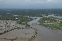 Thousands await rescue as south Indian floods death toll reaches 190