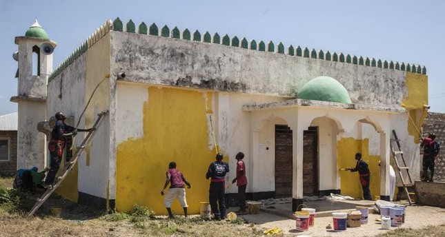 Kenya's mosques and churches bathed in yellow paint