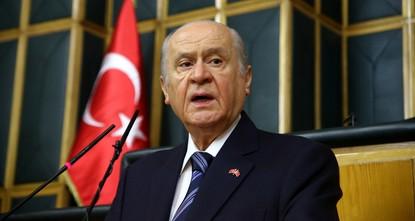 وجه دولت بهتشلي زعيم حزب الحركة القومية التركي، انتقادات لاذعة إلى استفتاء انفصال إقليم شمال العراق وزعيم الإقليم مسعود برزاني.  وقال بهتشلي، الاثنين: