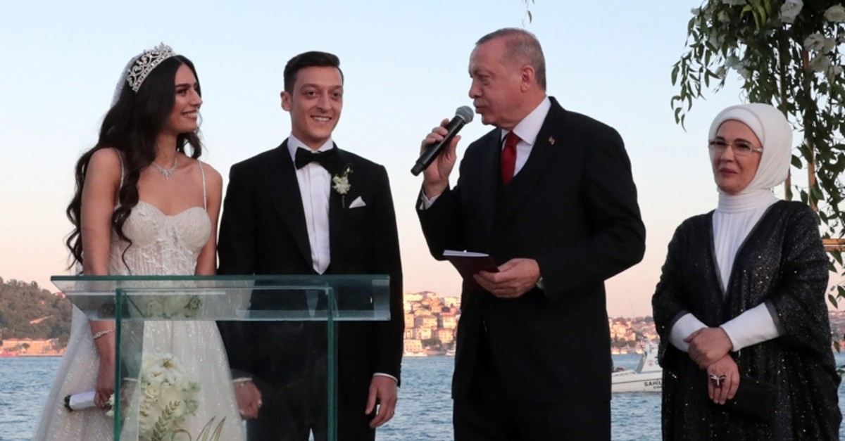 President Recep Tayyip Erdou011fan speaks to Turkish-German football player Mesut u00d6zil and his wife Amine Gu00fclu015fe during a wedding ceremony over the Bosporus in Istanbul, Friday, June 7, 2019. (Presidential Press Service via AFP)