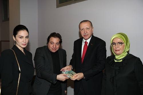 President Erdoğan presents famous Turkish pianist Fazıl Say with plaque at concert