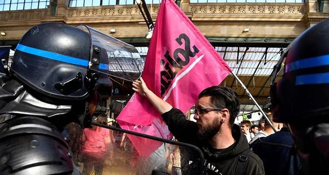 من المظاهرات الطلابية ضد إصلاحات التعليم (الفرنسية)