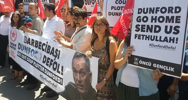أتراك يتهمون واشنطن بدعم الانقلاب يحتجون على زيارة رئيس الأركان الأمريكي