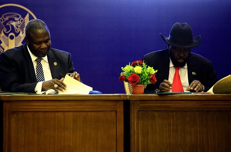 President of South Sudan, Salva Kiir (R) and South Sudan rebel leader Riek Machar attend a final power-sharing deal between South Sudanese arch-foes, on Aug. 5, 2018, in Khartoum. (AFP Photo)