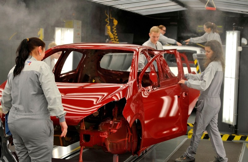 This Dec. 3, 2015 file photo shows employees work on the assembly line of the Peugeot 208 car by French car maker PSA Peugeot Citroen at the company's automobile factory in Trnava, western Slovakia. (AFP Photo)