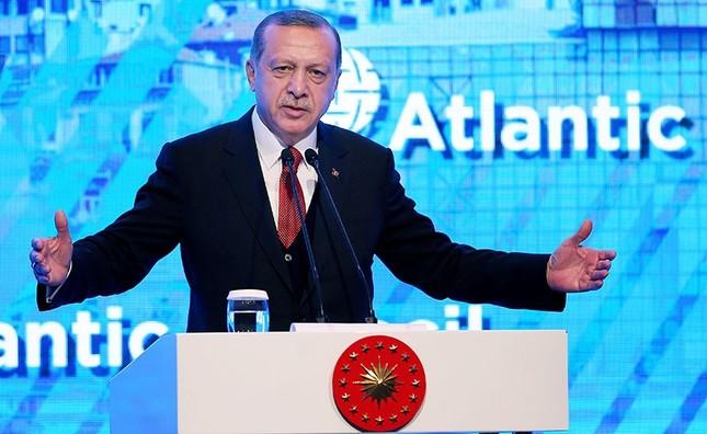 President Recep Tayyip Erdoğan speaks at the Atlantic Council Energy Summit in Istanbul, April 28, 2017. (AA Photo)