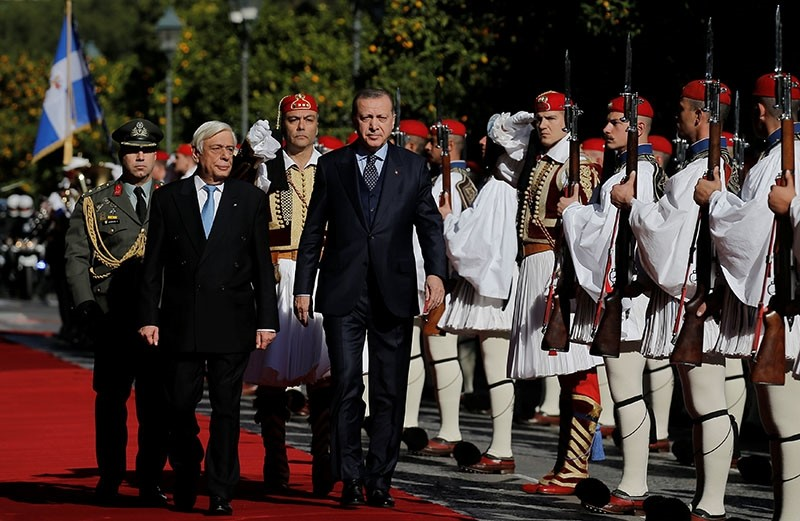 Greek President Prokopis Pavlopoulos and his Turkish counterpart Tayyip Erdogan inspect a guard of honour during a welcome ceremony in Athens, Greece December 7, 2017. (Reuters Photo)