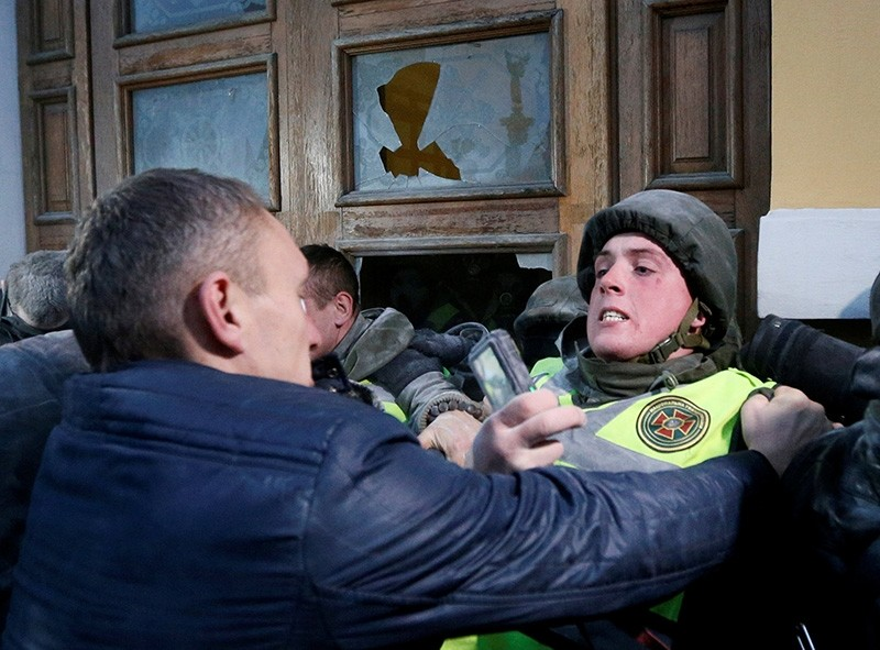Supporters of former Georgian President and Ukrainian opposition figure Mikheil Saakashvili clash with police as they try to break into the building of the International Art Center in Kiev, Ukraine, Dec. 17, 2017. (Reuters Photo)