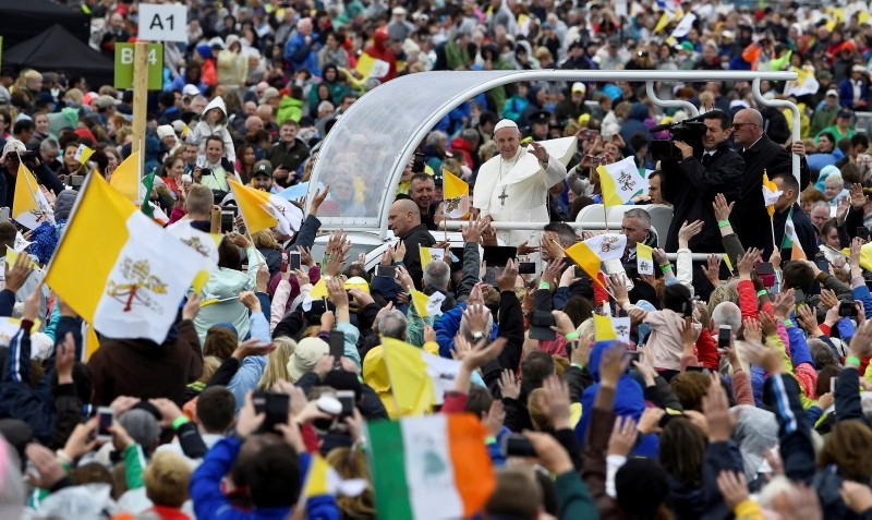 Pope Francis arrives to lead the World Meeting of Families closing mass in Phoenix Park, Dublin, Ireland, August 26, 2018. (REUTERS Photo)