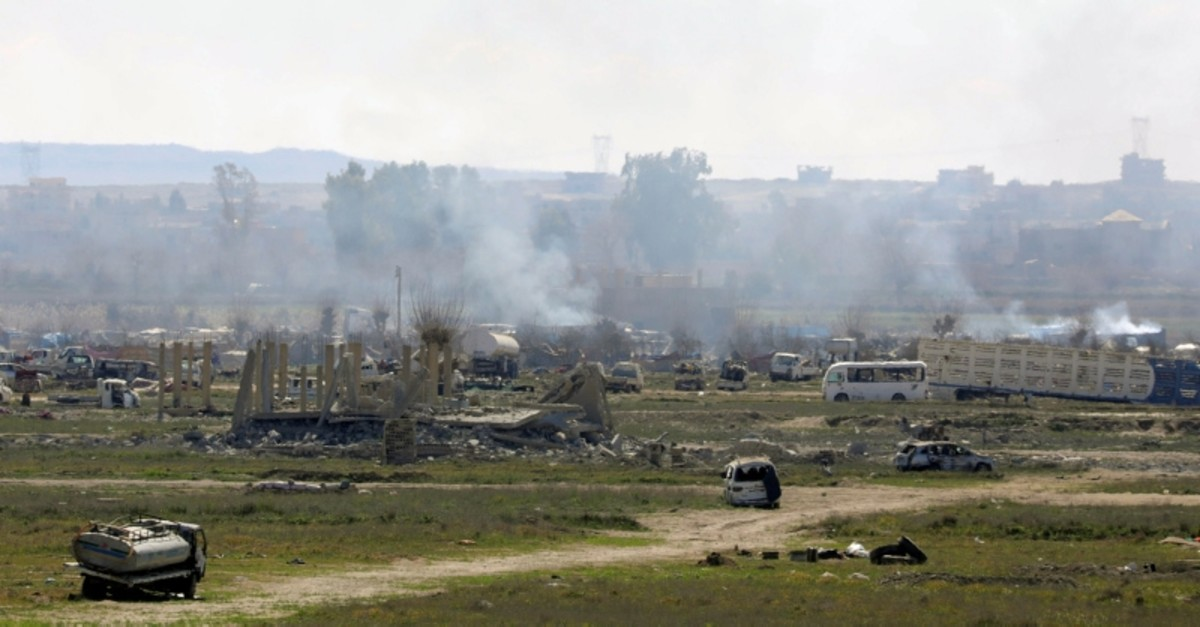 Plumes of smoke rise in Baghouz, Deir Al Zor province, Syria March 3, 2019 (Reuters Photo)