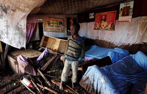 A child walks in his house, which was partly destroyed by flooding water after a dam burst, in Solio town near Nakuru, Kenya May 10, 2018. (REUTERS Photo)