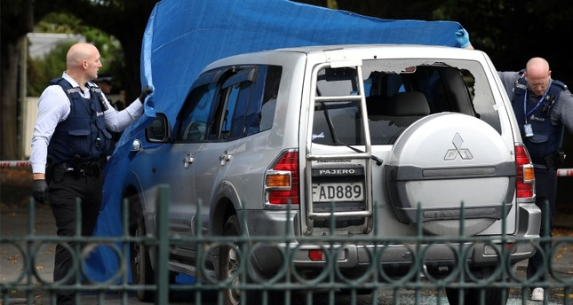 سيارة الشخص الذي تابعته الشرطة ثم وجد مقتولا في سيارته (الفرنسية)