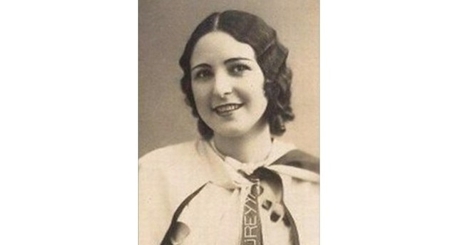 عفيفه جالة.. أول ممثلة مسرحية تركية مسلمة