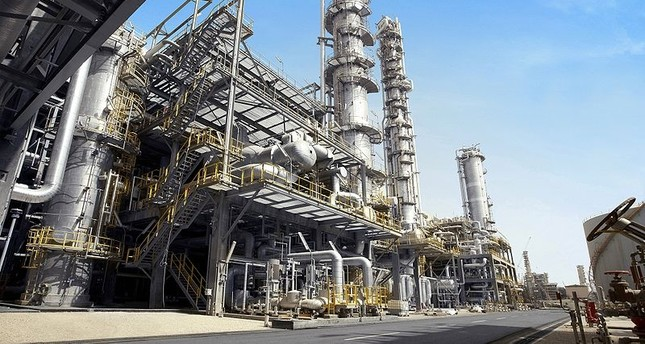 السعودية وروسيا تدرسان إمكانية زيادة إنتاج النفط