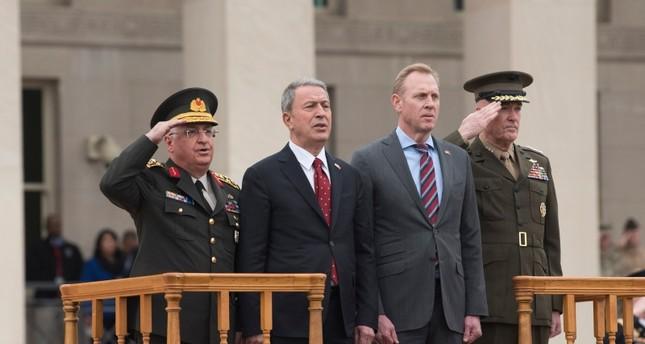 وزير الدفاع الأمريكي بالإنابة مع نظيره التركي خلوصي أكار (أرشيفية)