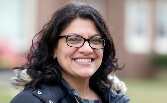 Democratic U.S. congressional candidate Rashida Tlaib canvasses a neighborhood before Election Day in Detroit, Michigan, U.S. November 5, 2018. (Reuters Photo)