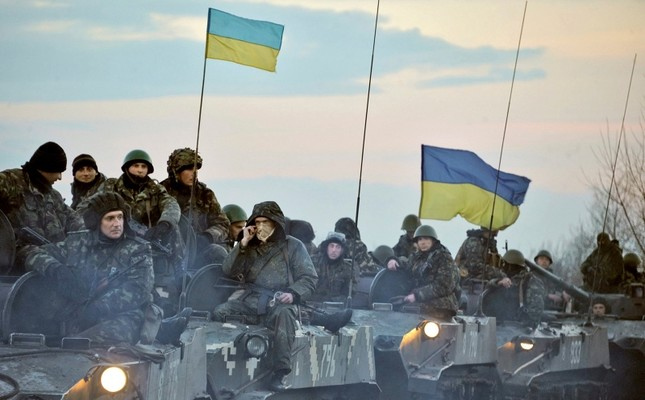 Ukrainian troops ride tanks on the way toward Slovyanks, eastern Ukraine, April 14, 2014. (Photo by Ilia Pitalev Kommersant Photo via Getty Images)