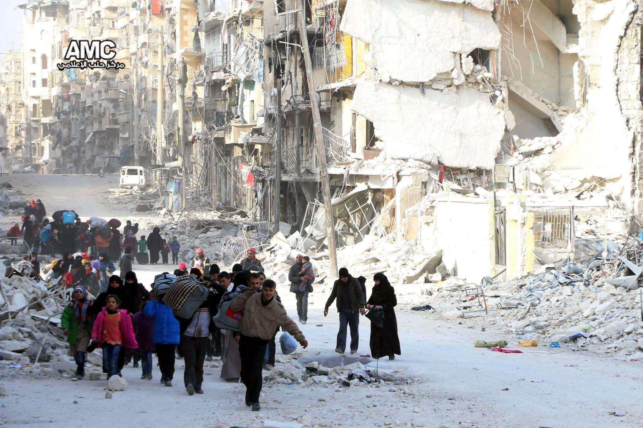 Displaced Syrian families leave the neighborhoods where the fighting occurs in eastern Aleppo, Syria, 29 November 2016. (EPA via  Aleppo Media Center)