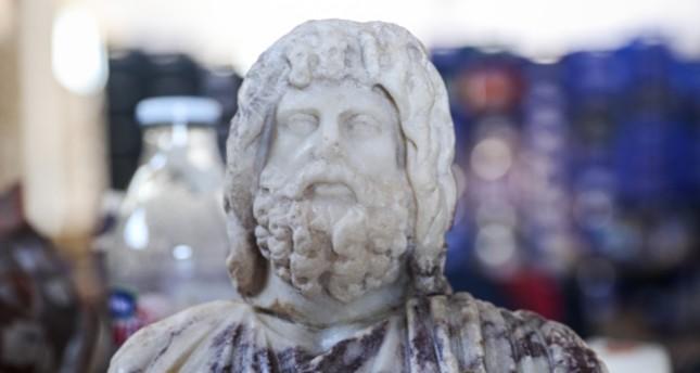 تمثال نصفي من الرخام للإله سيرابيسSerapis  الأناضول